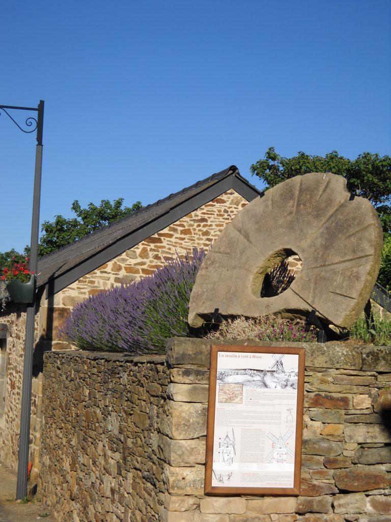Meule de l'ancien moulin à vent de Brasc